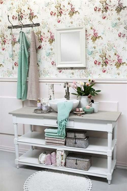 Actualizar la decoraci n de un ba o rom ntico for Actualizar mueble bano
