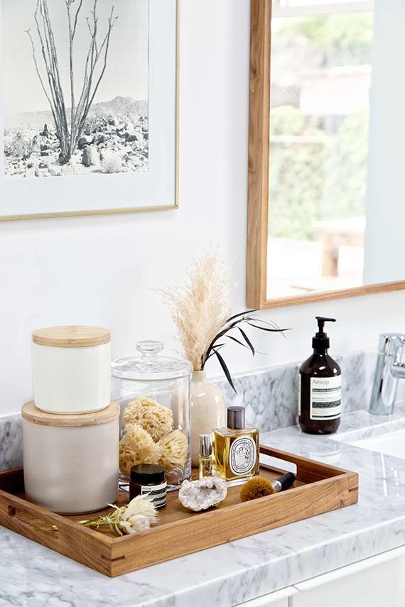bandejas y frascos para organizar un toilette