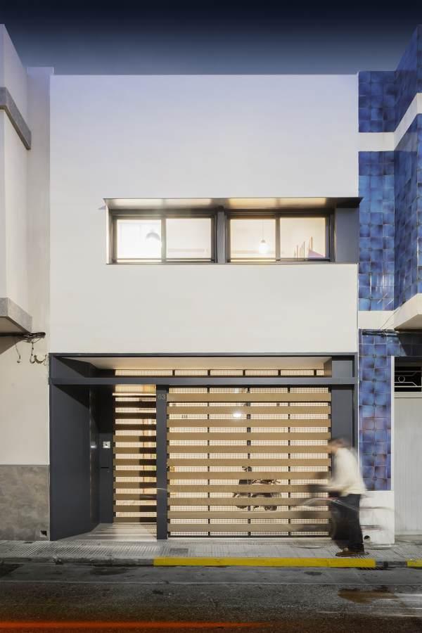 Vivienda peque a de menos de 5 metros de ancho for Fachadas de casas de 5 metros de ancho