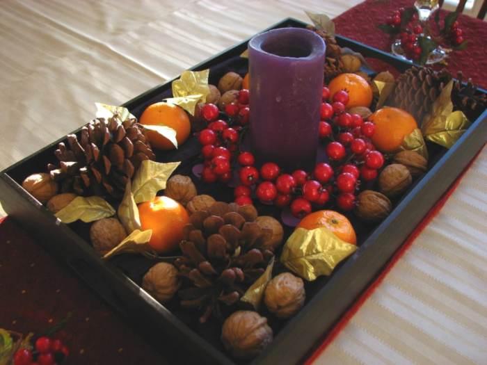 M s ideas de centros de mesa y arreglos florales para navidad - Centros de mesa con pinas secas ...