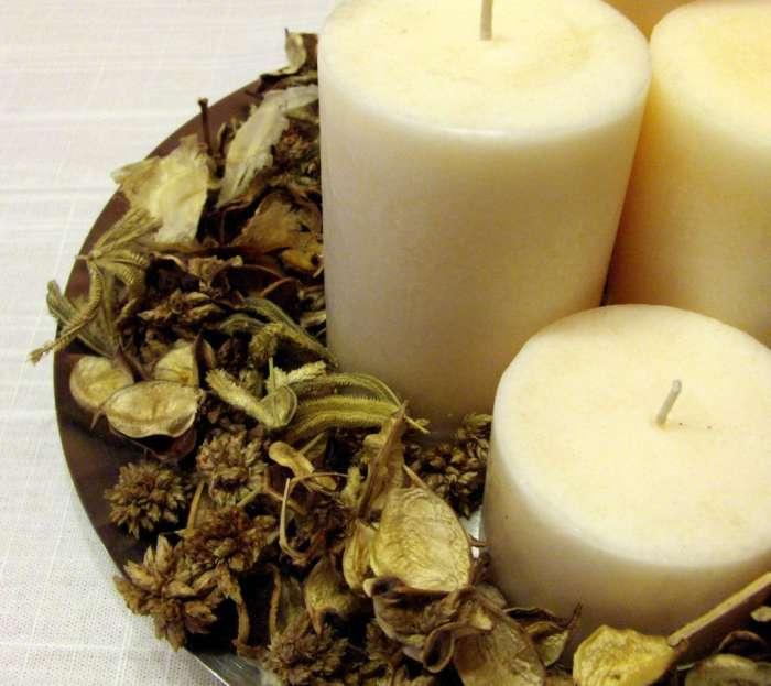 M s ideas de centros de mesa y arreglos florales para navidad for Centros navidenos con velas