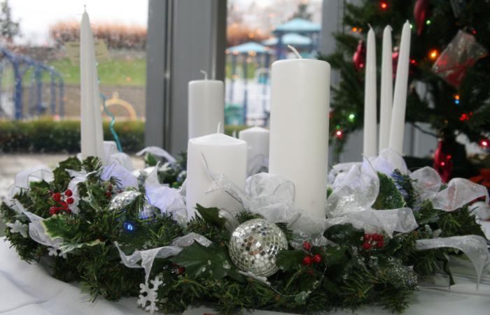 centro de mesa navidad velas y cintas blancas Ideas de Centros de Mesa para Navidad  Segunda Parte