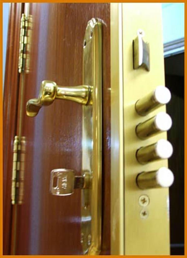 C mo asegurar la puerta de entrada for Puerta blindada casa