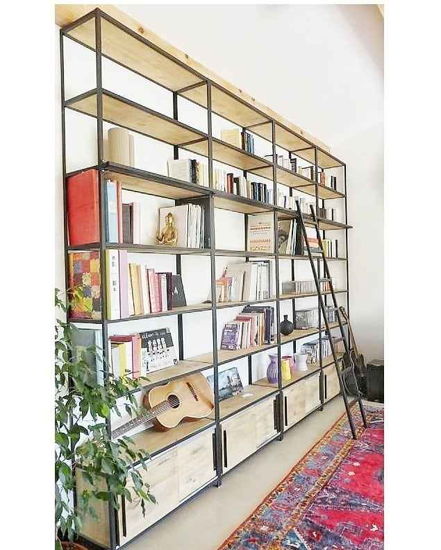 combinar madera y metal en muebles