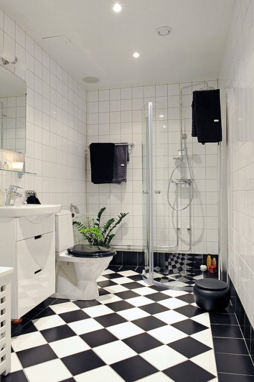Hongos Baldosas Baño:Black and White Tile Bathroom
