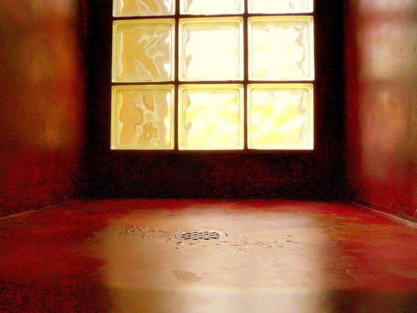 bloque de cristal en muro