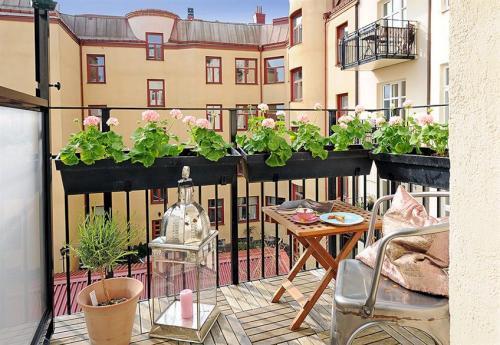Cuatro ideas para renovar terrazas y balcones for Comedores exteriores para terrazas