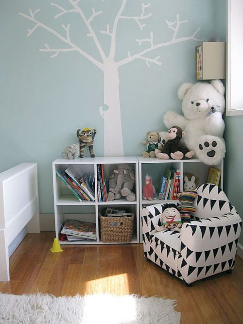 Biblioteca como elemento decorativo en dormitorio infantil
