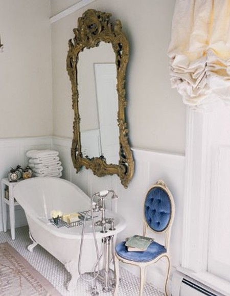 Baños Estilo Antiguo:French Country Bathroom