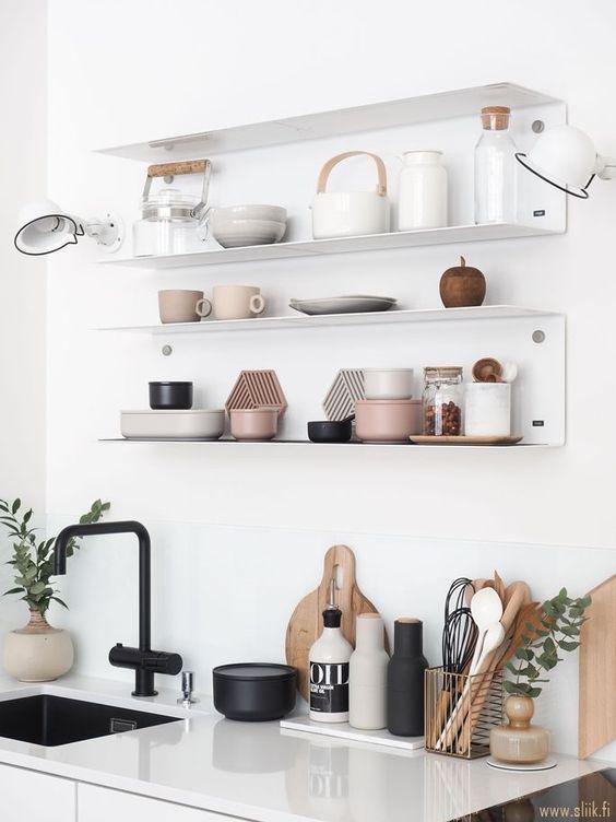 decorar estantes y baldas