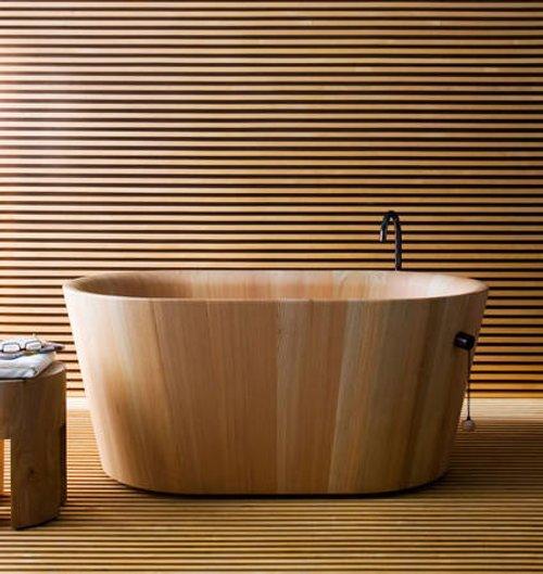 Diseño Simple y Madera en una Moderna Bañera