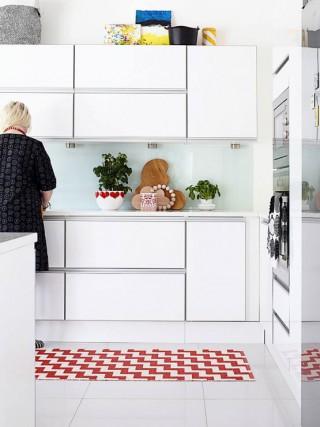 Muebles de cocina en lacado blanco y madera for Distribucion de cocinas