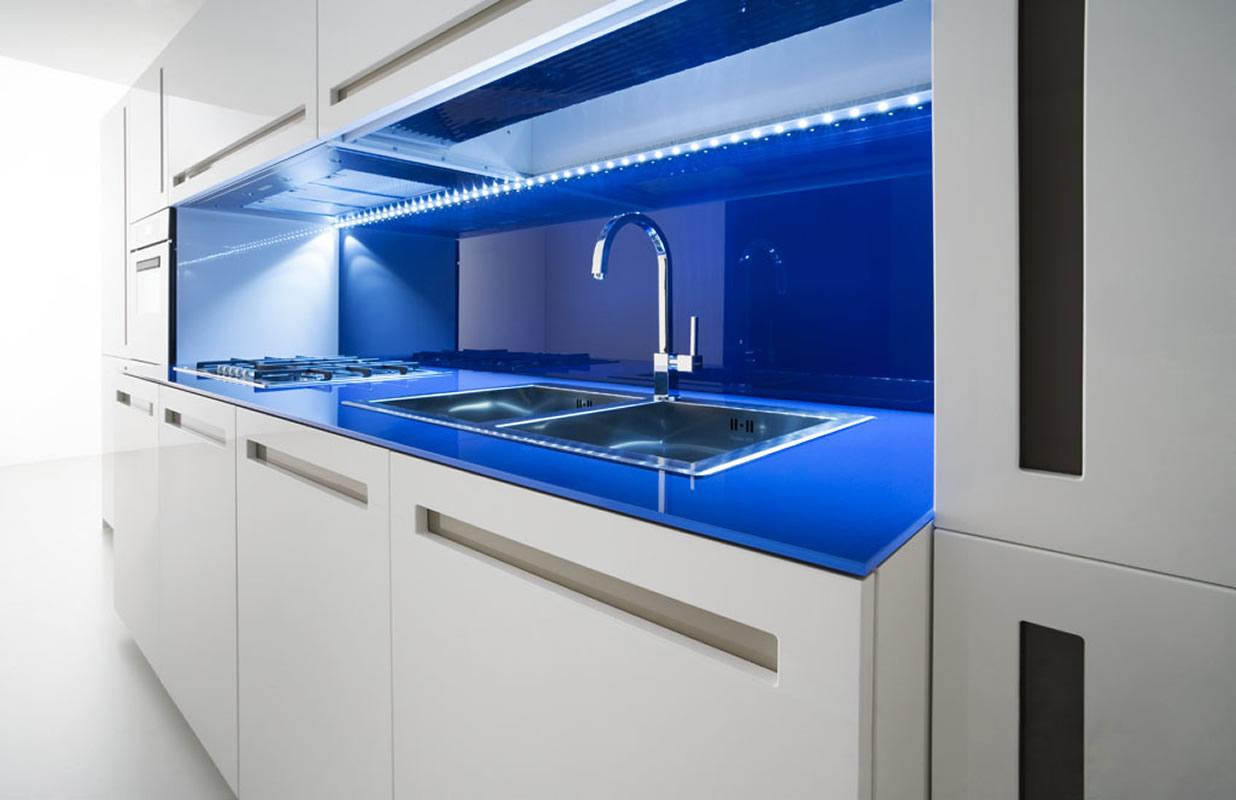 Cocinas de dise o limpio modular y creativo for Iluminacion encimera