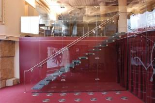 Escalera y Barandilla de Cristal