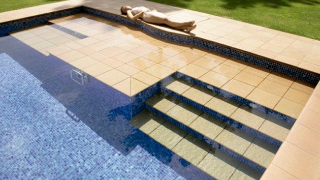 Escaleras para piscinas for Escaleras de piscina