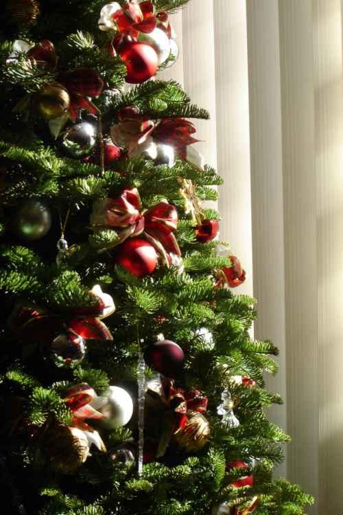 Escoger entre un rbol de navidad natural y artificial - Arboles de navidad artificiales decorados ...