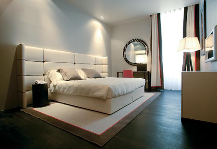escalera flotante en un hotel de dise o moderno. Black Bedroom Furniture Sets. Home Design Ideas