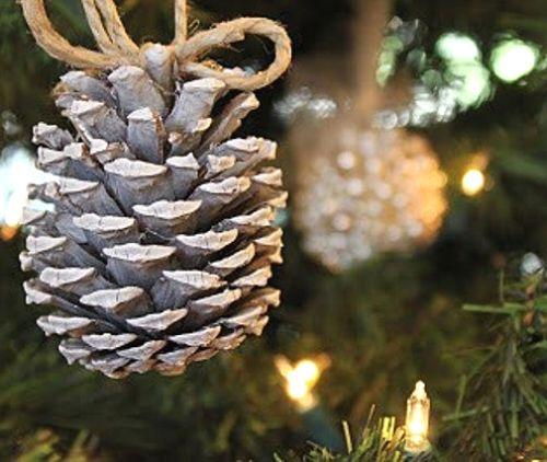Simples adornos para navidad con pi as - Adornos navidenos con pinas ...