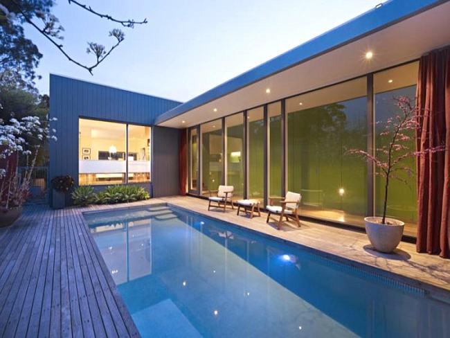 Ubicaci n de la piscina en el jard n Ideas piscinas