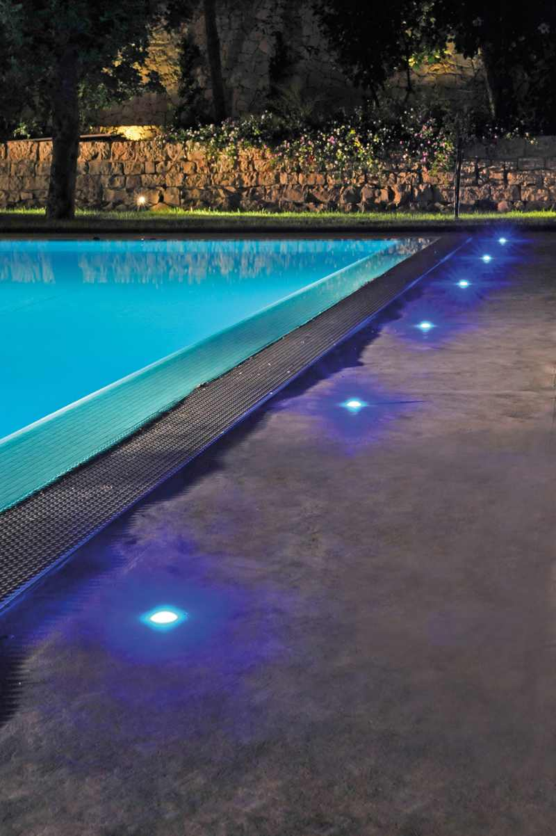 Novedades para exteriores iluminaci n de piscinas for Luces led piscina