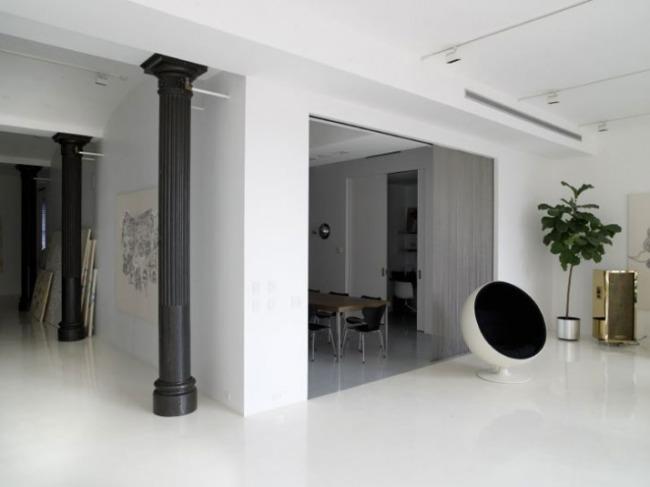 Interiorismo moderno y decoraci n monocrom tica - Columnas decoracion interiores ...
