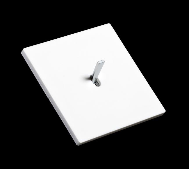 Interruptores de dise o minimalista con corian blanco - Cache prise electrique design ...