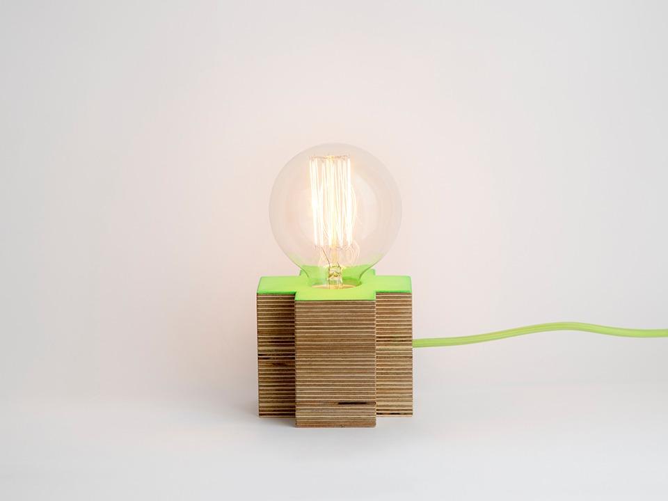 lámpara artesanal de madera