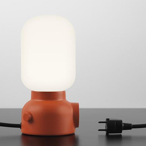 lámpara con enchufe