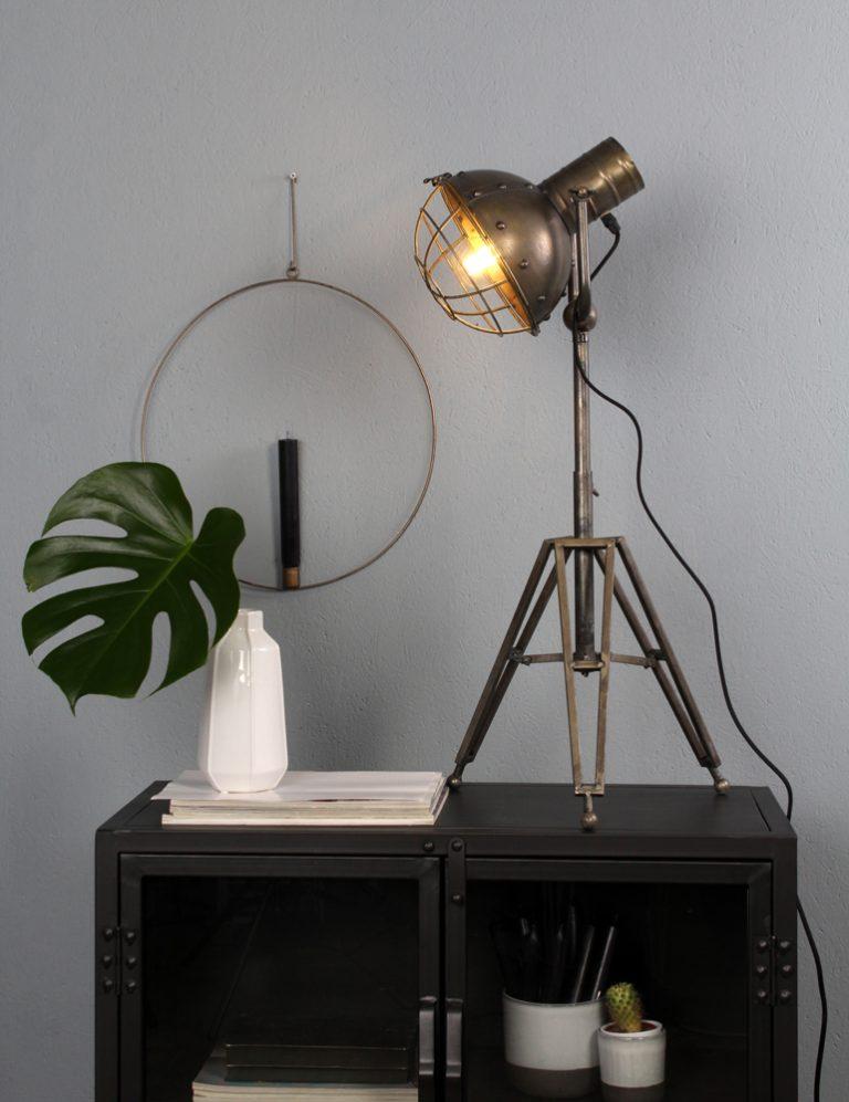 lámpara de mesa con pantalla orientable