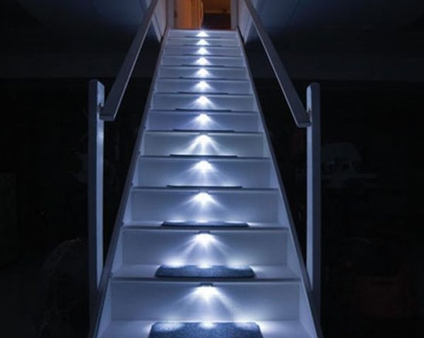 Luces led para escaleras seguridad y agradable est tica - Escaleras con led ...