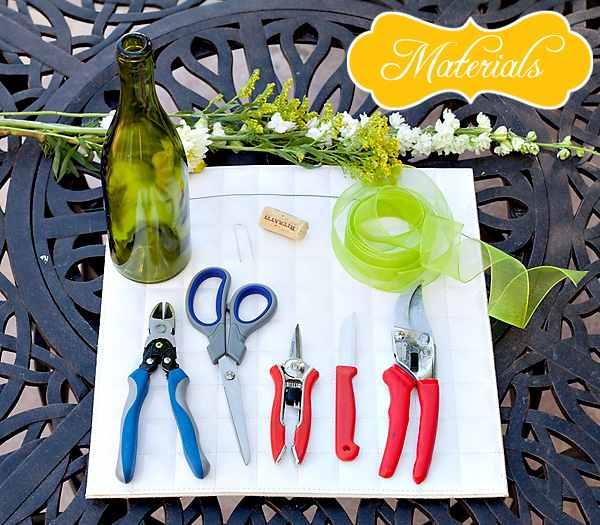 Un arreglo floral en botellas recicladas: DIY