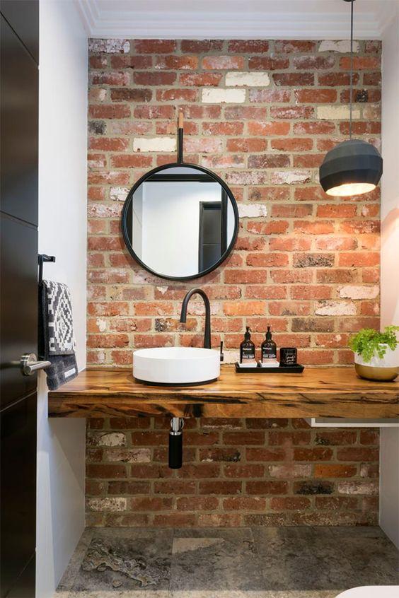 muro de ladrillo en el baño