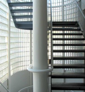 paves escalera 276x300 Decoración con Cristal Pavés