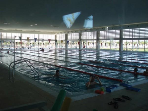 Colocar una cubierta para piscina for Temperatura piscina climatizada