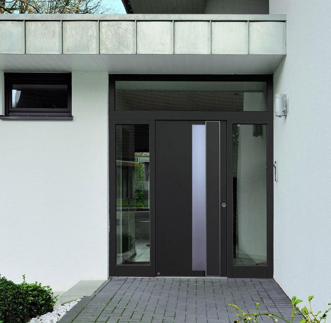 De madera con ventanita vertical y fotos puertas modernas for Disenos de puertas para casas modernas