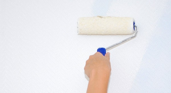 Trucos para eliminar olor a pintura - Quitar pintura de pared ...