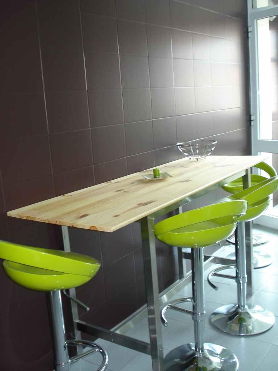 Renovar interiores con pintura para azulejos for Azulejo para pared de sala