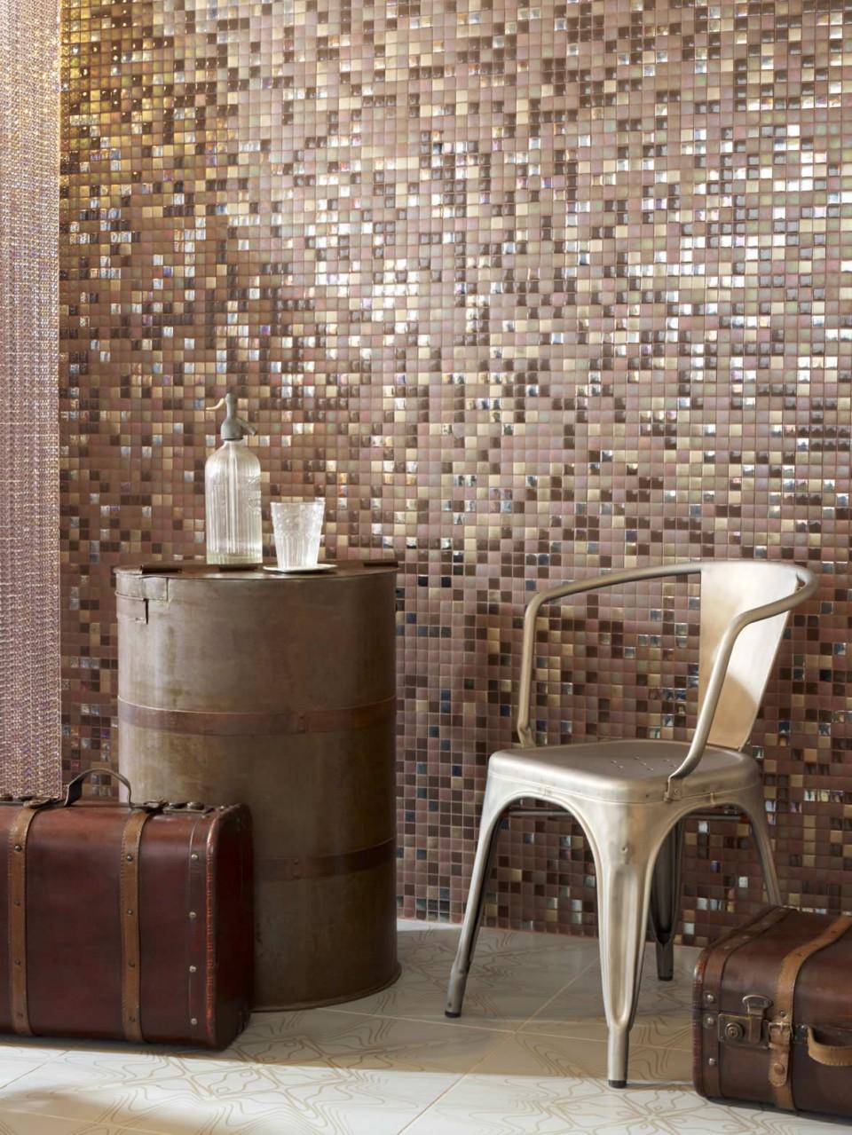 Rincón cálido con mosaicos vitreos
