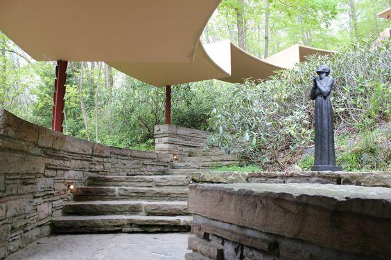 sendero y escalinatas