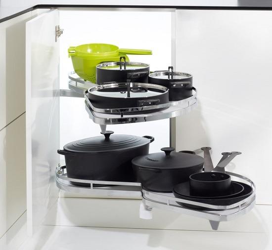 Gana espacio con herrajes de gran capacidad for Herrajes para cocina