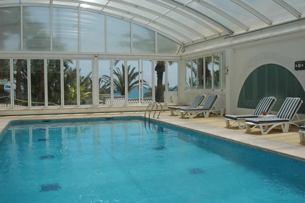 colocar una cubierta para piscina