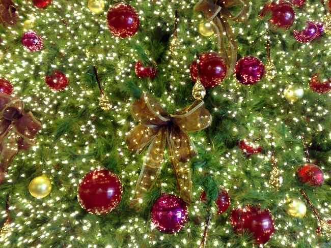 tips-decoracion-navidad-lazos-decorar-arbol-navidad-4