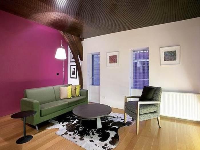 Una iglesia reciclada como vivienda for Casas pintadas interior colores