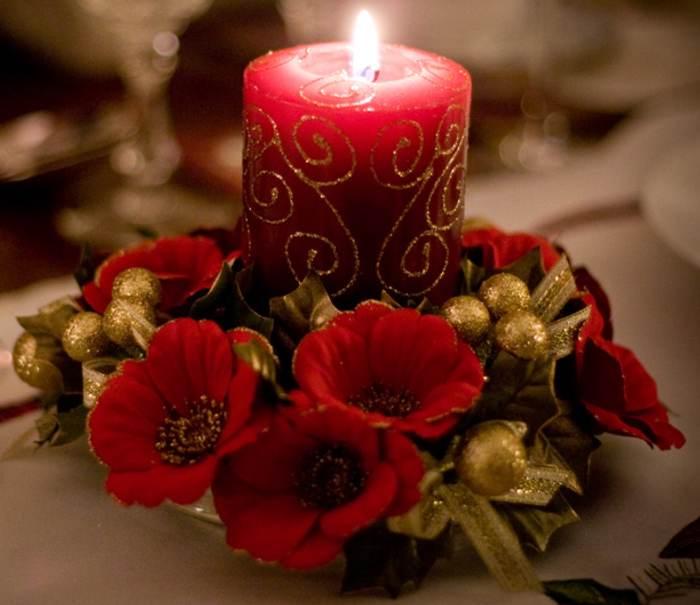http://casaoriginal.com/wp-content/uploads/vela-roja-flores-detalles-dorados.jpg