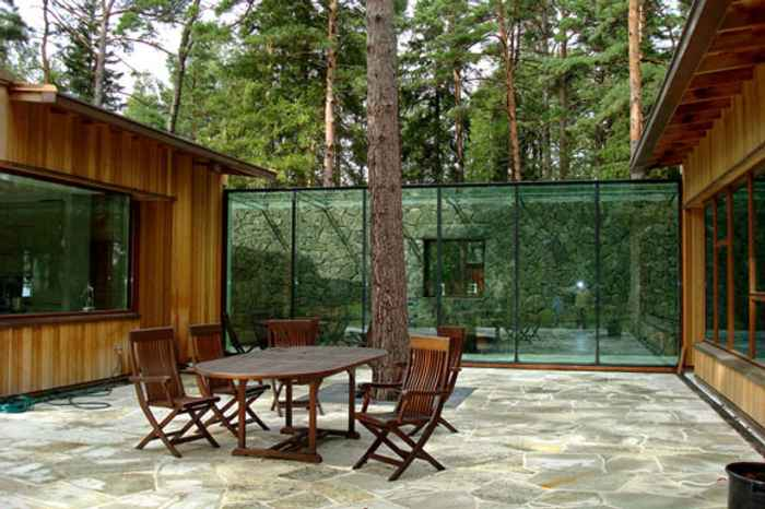 patio interno con vistas al bosque